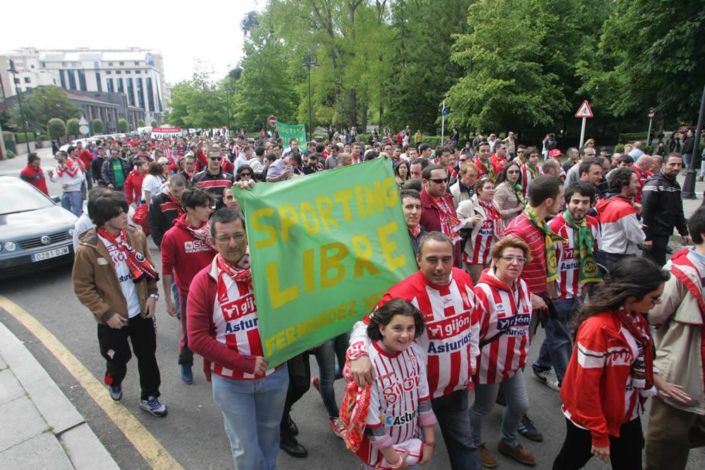Todas las imágenes de la protesta contra la directiva del Sporting