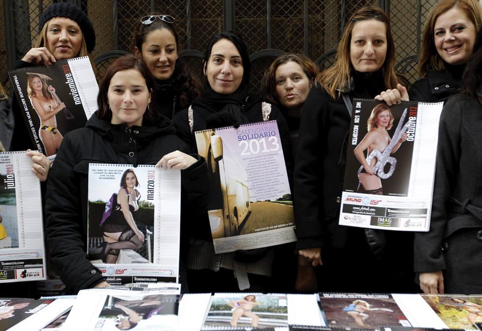 Las madres de Montserrat recaudan fondos con un calendario erótico