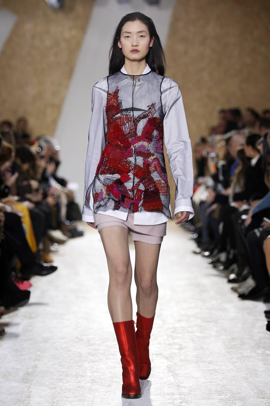 Dior envuelve a la mujer en romanticismo