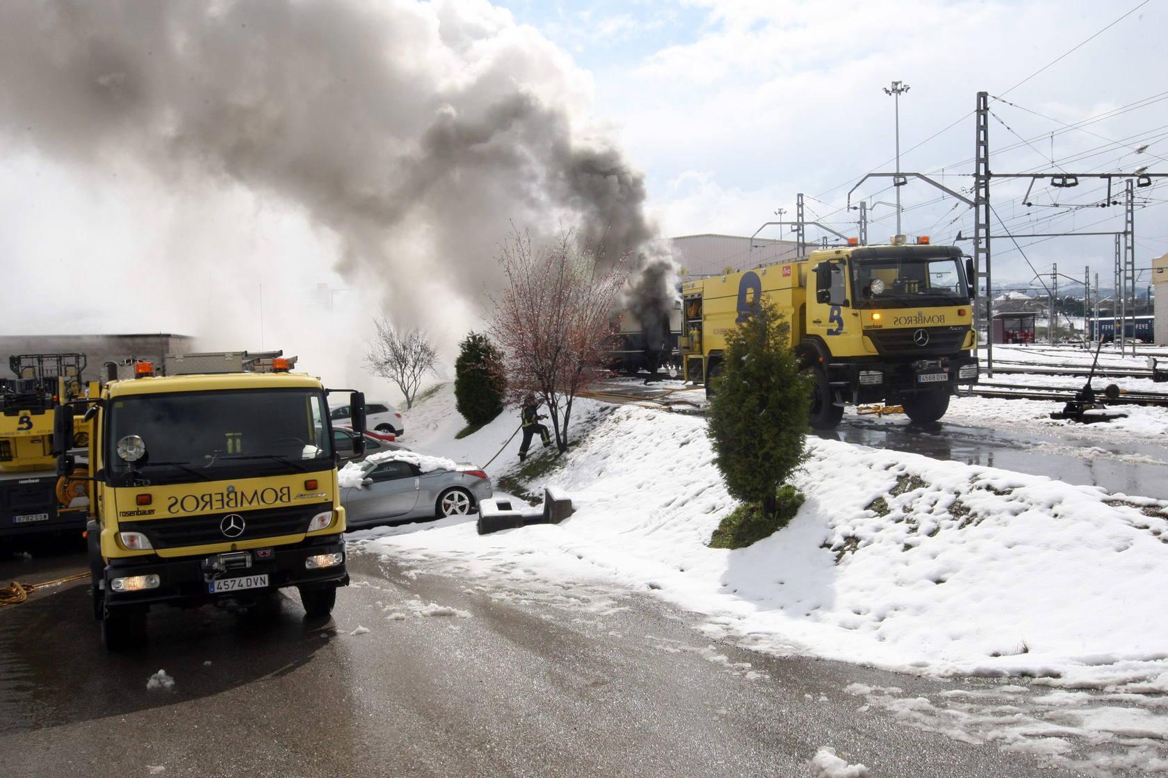Tres vagones del Transcantábrico arden en El Berrón