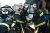 Varios heridos en un choque entre un bus y un turismo en Oviedo
